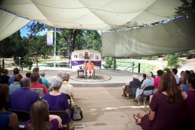 swamiji-in-amphitheater.jpg