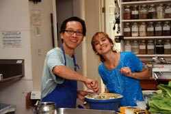 Simon-Lee-and-Narayni-in-Meditation-Retreat-kitchen