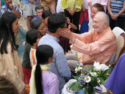 Swami-greeting-Simon-Lee-and-family-at-birthday-celebration