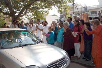 Crowd greeting Swamiji