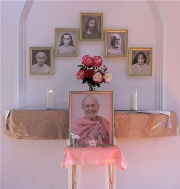 The line of Self-realization masters, with Swamiji's photo below, center