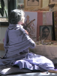 Vanamali Devi chants during puja